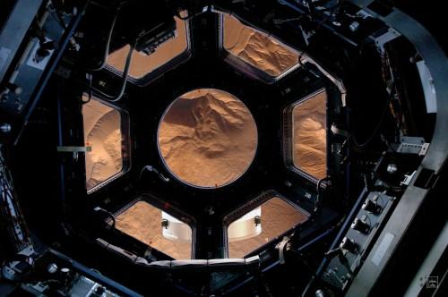 Orbiting Mars