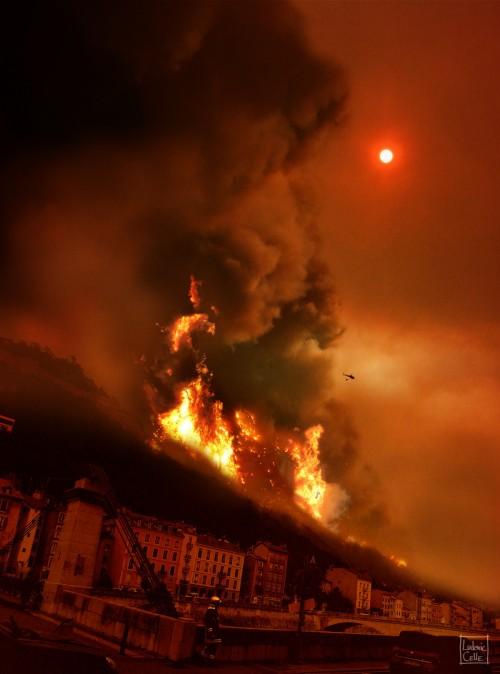 Grenoble-apocalypse-Incendie-MontRachais
