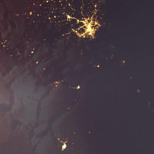 SpaceElevatorToMars-DescentAtDusk-detail-cities